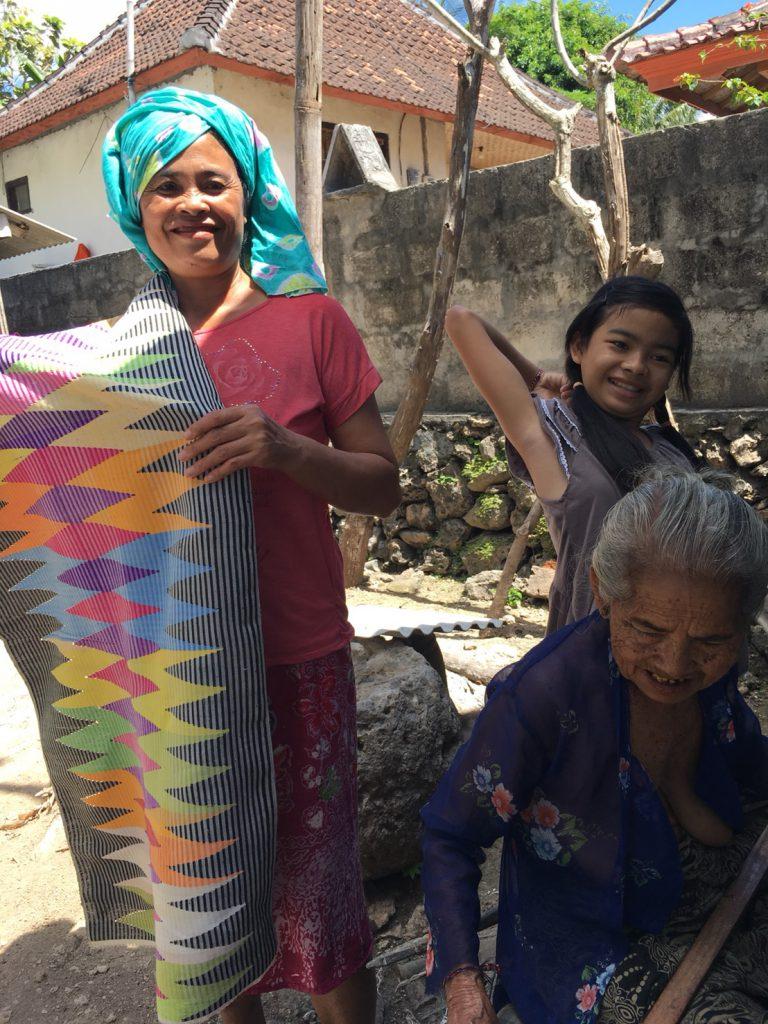 手紡ぎ、手染め、手織り布
