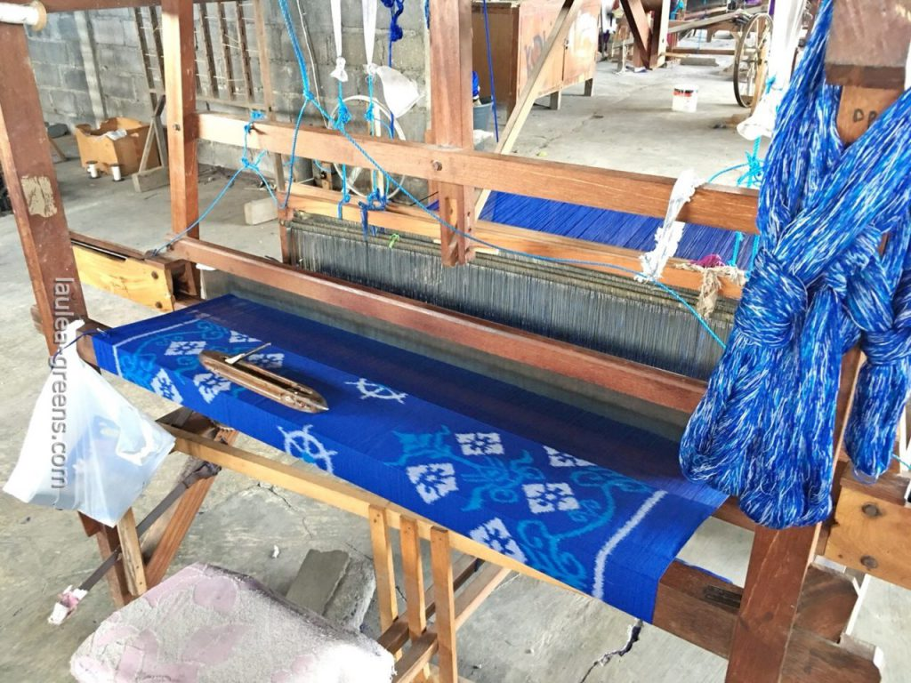 手染め・手織りの工程
